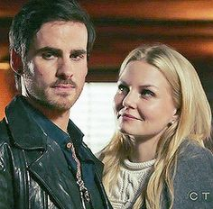 Captain swan 4x15 - I love that for once Emma is giving moon pie eyes