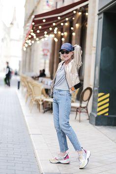 Casquette, dad shoes, jean taille haute, le combo parfait pour se balader Zara, Parfait, Bucket Hat, Mom Jeans, Pants, Fashion, Pumps, La Mode, Trouser Pants