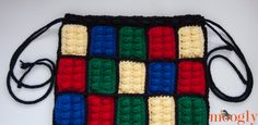 Lego Inspired Crochet Backpack - free pattern on moogly! Crochet Lego, Easy Crochet, Crochet Baby, Free Crochet, Lego Bag, Crochet Backpack, Bandeau, Crochet Projects, Crochet Ideas