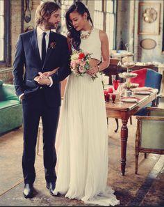 Love this modern look, pairing Pas de Deux Bridal's Aljaferia crop top with the Huerva skirt!