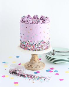 The perfect funfetti cake recipe from scratch, including the best rainbow sprinkles to use! It's the perfect cake to satisfy people of all ages. Cute Cakes, Pretty Cakes, Beautiful Cakes, Amazing Cakes, Funfetti Kuchen, Funfetti Cake, Food Cakes, Cupcake Cakes, Fancy Sprinkles