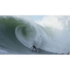 No surprise the Maui crew was charging yesterday at Mavericks @johnjohn_slater in his #XcelDrylock #XcelTDC  photo: @takeshelterprod