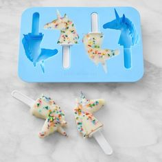These magical ice pop molds create delicious frozen desserts that delight kids of all ages. Just pour in your favorite juice or smoothie, put the included sticks in place, and freeze. When it's time to remove the pops, the flexible silicone molds … Fig Recipes, Ramen Recipes, Vegetarian Recipes Easy, Curry Recipes, Sangria Recipes, Vegetarian Meal, Avocado Recipes, Vegan Meals, Pizza Recipes