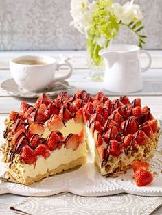 The post Heavenly strawberry pie appeared first on Dessert Park. Easy Strawberry Desserts, Quick Easy Desserts, Strawberry Cakes, Delicious Desserts, Yummy Food, Nake Cake, Dessert Cake Recipes, Pie Recipes, Dessert Food