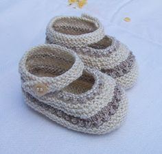 Baby Booties Knitting Pattern, Knit Baby Shoes, Knit Baby Booties, Baby Boots, Baby Knitting, Crochet Baby Sweaters, Knitted Baby Clothes, Baby Boy Sweater, Baby Girl Patterns