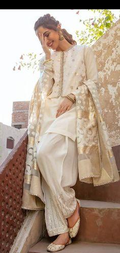 Fancy Dress Design, Stylish Dress Designs, Pakistani Fashion Party Wear, Pakistani Wedding Outfits, Simple Pakistani Dresses, Pakistani Dress Design, Lovely Dresses, Stylish Dresses, Awesome Dresses