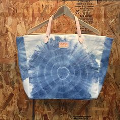 • Handmade Indigo Tote Bag •Made from canvas fabric with vegetable tanned leather strap •Flower print •Cloud print •Sea print •Shibori print •Traditional Thai style handmade •Size W45xH30xD10cm ***Production time -- 3-5 working days.*** ***Shipping time -- about 2 weeks to USA, 3