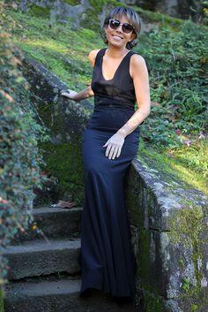 ¿Preparada para la gran fiesta de Fin de Año? 🎉🎉 ¡Fíjate que vestidos 👗 te proponemos! 💘💘 Negro, con godés en la falda y un escotazo de vértigo. ¡Date prisa! ¡Sólo queda uno! 😲😲 #TitaniaCloset #Fashion #Fiesta #Chic #Vestido