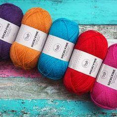 Salainen sukkakaava - LANKAHELVETTI Knitting Socks, Knitting Patterns, Knitting Ideas, Handicraft, Drops Design, Mittens, Easter Eggs, Needlework, Knit Crochet