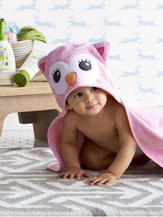 Make Baby's bath time a hoot with the Circo hooded owl bath towel.