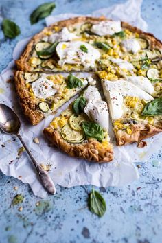 Once in a while you want pizza and that is totally fine. Try this Zucchini and Roasted Sweet Corn Provolone Phyllo Pizza recipe with Truffle Oil. Absolutely delicious and easy to make. Zucchini Zoodles, Recipe Zucchini, Zucchini Tart, Pizza Recipes, Vegetarian Recipes, Pizza Vegetariana, Comida Pizza, Good Food, Yummy Food