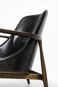 Ib Kofod-Larsen easy chair with stool model Elizabeth at Studio Schalling Danish Modern, Leather Backpack, Modern Furniture, Stool, Easy Chairs, House Design, Studio, Model, Couch