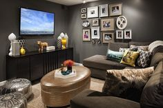 Trendy living room layout with sectional furniture arrangement ideas Small Living Rooms, Living Room Furniture, Small Room Design, Snug Room, Room Interior, Small Tv Room, Living Room Diy, Tv Room Design, Room Layout