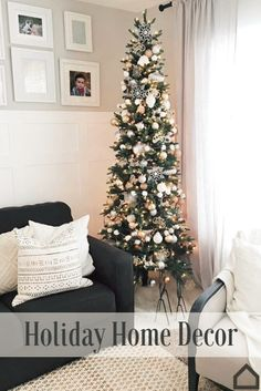 Add Christmas décor to your living room! Decorate your Christmas tree with colors that match your everyday décor for an easy transition into the holiday season.