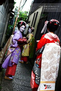 Yôkoso Japan ! - Geishas in traditional outfit