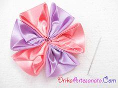 Flor de tecido feita com cetim | Drika Artesanato - O seu Blog de Artesanato.