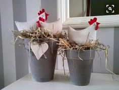 The rustic decor ideas, rustic easter bunny, rustic spring decor, primitive easter decorations and easter 2017 given in this post are ideal for this Easter. Happy Easter, Easter Bunny, Easter Eggs, Chicken Crafts, Diy Y Manualidades, Easter Holidays, Craft Sale, Easter Crafts, Easter Decor