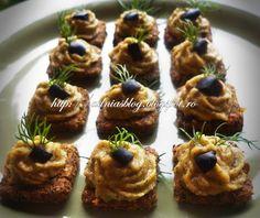 Mini-bites din crakers cu legume si pasta de linte Cheesecake, Muffin, Breakfast, Desserts, Food, Party, Per Diem, Morning Coffee, Tailgate Desserts