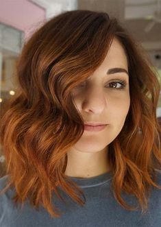 Hot Copper Red Hair Colors for Medium Haircut Styles 2019 Red Copper Hair Color, Cool Hair Color, Hair Colors, Medium Hair Styles For Women, Medium Hair Cuts, Long Hair Styles, Hot Haircuts, New Hair Trends, Hair Color Shades
