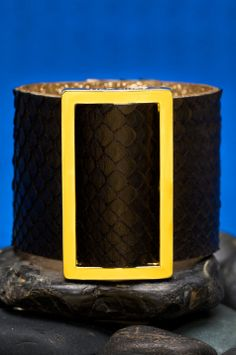 Capture the attention of all around you with the Viper line a contemporary design fusing wide strips of genuine python and a leather spattered RC logo backing with gold accent piece and snaps. Available sizes: Small/Medium - fits 5.0 to 6.5 inch wrist Medium/Large - fits 6.0 to 7.5 inch wrist