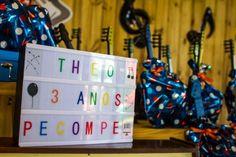 Festa Palavra Cantada | Macetes de Mãe Birthday, 3 Year Olds, Diy Home, Colorful, Kids Part, Ideas, Fiestas, Birthdays, Dirt Bike Birthday