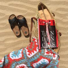 Siesta ⛱ #tenkurvasara #saturdaysiesta #playasanantonio #playa #vogueespaña…