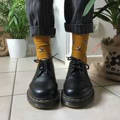 doc martens / dr martens / low dr martens / lace up dr martens / yellow socks / aesthetic shoes / leather boots / comment for credit! Dr Shoes, Sock Shoes, Cute Shoes, Me Too Shoes, Oxford Shoes, Aesthetic Shoes, Aesthetic Clothes, Aesthetic Style, Aesthetic Black