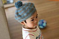 ボンボンつき子どもベレー帽_かぎ針編み Crochet Crafts, Knit Crochet, Baby Knitting, Knitted Hats, Free Pattern, Beanie, Kids, Handmade, Crocheting