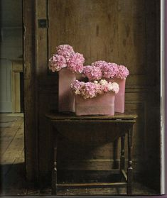 pink hydrangeas in pink vases. don't have pink vases? paint some!