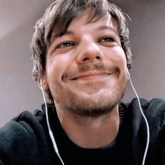 One Direction Louis, One Direction Humor, One Direction Pictures, Direction Quotes, Larry Stylinson, Louis Tomlinson, Troy, Ex Bf, Brave