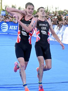 WATCH: British Triathlete Helps Younger Brother Cross Finish Line Before He…
