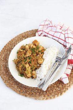 Kip met spitskool - Lekker en Simpel Diner Recipes, Dutch Recipes, Cooking Recipes, Healthy Recipes, Healthy Food, Good Food, Yummy Food, Healty Dinner, One Dish Dinners