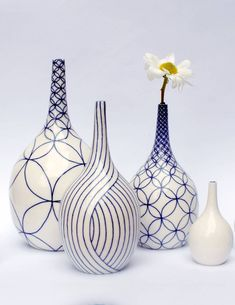 pottery painting ideas Congratulations everyone on being selected for - especially our artist in residence Pottery Painting Designs, Pottery Designs, Paint Designs, Glass Bottle Crafts, Bottle Art, Diy Bottle, Blue Pottery, Ceramic Pottery, Ceramic Painting
