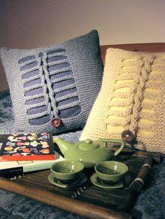 Interamente realizzati a mano: cuscini con una base in tessuto di lana del Lanificio Paoletti di Follina (TV), e una parte realizzata a maglia in filato di lana e alpaca.  Entirely handmade: cushions in woolen fabric by Paoletti woolen mill of Follina (TV-Italy), and knitted wool and alpaca. Da/from €35. Interior design knit