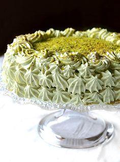 Pistachio cake - Torta al pistacchio deliziosa - Dolci a go go Italian Desserts, Just Desserts, Delicious Desserts, Sweet Recipes, Cake Recipes, Dessert Recipes, Mascarpone Cake, Tiramisu, Pistachio Cake