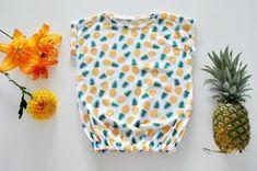 Kijk wat ik gevonden heb op Freubelweb.nl: een gratis naaipatroon van Emma en Mona om deze leuke top voor meisjes in de leeftijd van 2 t/m 16 jaar te maken https://www.freubelweb.nl/freubel-zelf/zelf-maken-stof-topje/