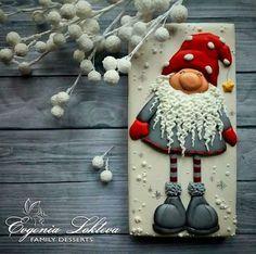 А Вы тоже слышите новогодние колокольчики Jingle Bells???? Или я одна такая?☺ #family_desserts #instagood #amazing #royalicing #royalicingcookies #cookies #cookieart #cookielove #icing #icingcookies #decoratedcookies #имбирныепряники #пряники #имбирноепеченье #ручнаяработа #сладкийстол #candybar #архангельск