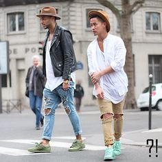Ripped Jeans and white t-shirt look Mens Fashion Casual Shoes, Stylish Mens Outfits, Outfits Hombre, Outfits With Hats, Men Street, Urban Fashion, Men's Fashion, Street Fashion, Hats For Men