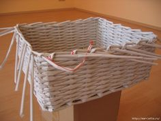 weaving baskets with newspaper wicker 26 DIY Basket Woven from Recycled Newspaper Newspaper Basket, Newspaper Crafts, Paper Basket Weaving, Recycled Paper Crafts, Recycled Magazines, Basket Drawing, Home Crafts, Diy Crafts, Rectangular Baskets