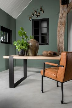 Kundenspezifische Esstische am Table du Sud - Hints for Women Happy New Home, Interior Deco, Living Room Green, Home And Living, Living Decor, Furnishings Design, House Interior, Home Furnishings, Home Deco
