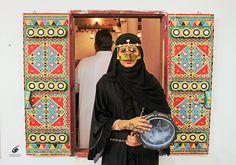 ☾ هبة Arabic Design, Arabic Art, Disney Wallpaper, Wallpaper Backgrounds, Saudi Arabia Culture, National Day Saudi, Arabian Women, Islamic Wall Art, Arab Fashion