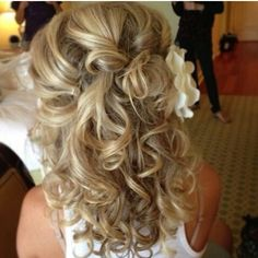 Beautiful hairstyle! Don't forget the personalized napkins for the big day! #itsallinthedetails www.napkinspersonalized.com