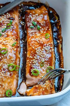 A perfectly flaky and tender salmon recipe that's made with an easy and healthy homemade teriyaki sauce and baked to perfection. Baked Salmon Recipes, Seafood Recipes, Cooking Recipes, Keto Cookies, Teriyaki Glazed Salmon, Teriyaki Sauce, Teriyaki Fish, Kohl Steaks, Fish Dishes