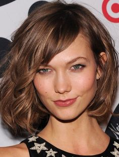 Texture and beachy waves on Karlie KLOSS with her new fringed bob in mouse brown.