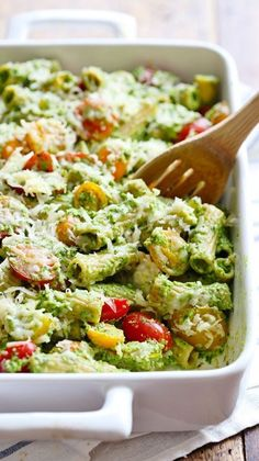 Healthy Baked Pesto Rigatoni is tossed with heirloom tomatoes and a saucy spinach pesto that will knock your socks off!This Healthy Baked Pesto Rigatoni is tossed with heirloom tomatoes and a saucy spinach pesto that will knock your socks off! Healthy Pesto, Healthy Baking, Healthy Food, Vegetarian Recipes, Cooking Recipes, Healthy Recipes, Vegetarian Casserole, Vegetarian Pesto Pasta, Paleo Pasta