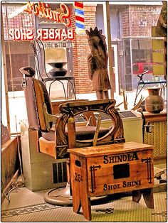 Smith's Chair, Shinola & Spitune ~ Excelsior Springs, Missouri ~ Copyright ©2013 Bob Travaglione ~ ALL RIGHTS RESERVED ~ www.FoToEdge.com