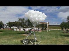 Sueltas de globos de helio para bodas | Latiendadelasflores.es Fair Grounds, Weddings, Youtube, Travel, Dozen Red Roses, Red And White Roses, Bouquet Of Roses, Balloon Release, Wedding Balloons