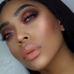 Naked Heat ✨ EYES: @urbandecaycosmetics naked heat palette with the liner torch   LASHES: @lillylashes in tease   LIPS: the the #nakedheat collection Fuel  BROWS: @anastasiabeverlyhills brow defined in ebony   GLOW: @jeffreestarcosmetics peach goddess
