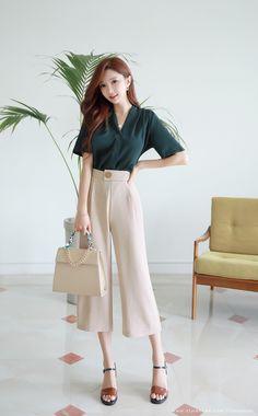 Chiffon V-Neck Blouse Korean Women's Fashion Shopping Mall, Styleonme. Stylish Work Outfits, Business Casual Outfits, Office Outfits, Office Wear, Classy Outfits, Business Attire, Casual Office, Korean Fashion Summer, Korean Fashion Trends