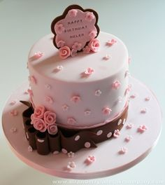 Love the use of fondant on this cake